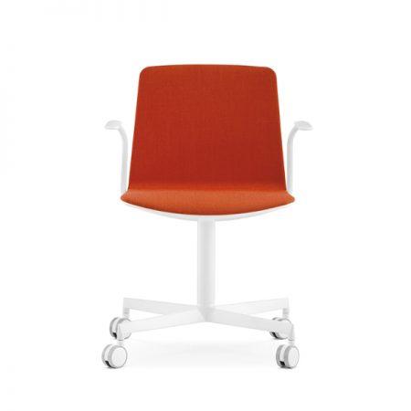 Pedrali Noa 728 nõupidamiste tool ratastel käetugedega polsterdatud