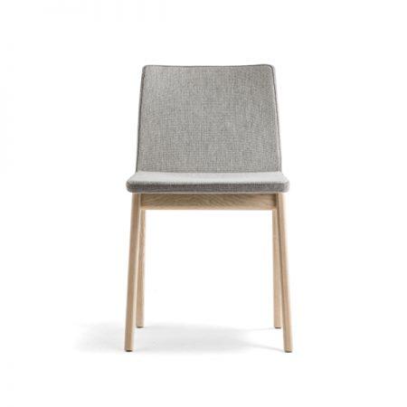 Pedrali Osaka 2811 klienditool köögitool nõupidamistetool kohvikutool Itaalia puidust jalad polsterdatud kangaga